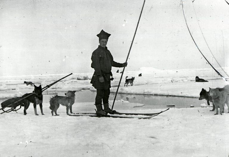 Savio med hundene paa isen